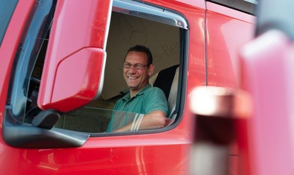 Motivierter Fahrer der Spedition Schiffers. Das Logistik Unternehmen aus Mönchengladbach
