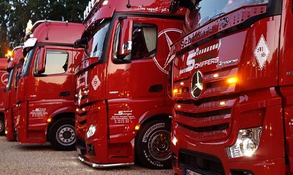 Mercedes Zugmaschine mit verbreiterbarem Auflieger - Spedition-Schiffers Logistik Unternehmen in Mönchengladbach