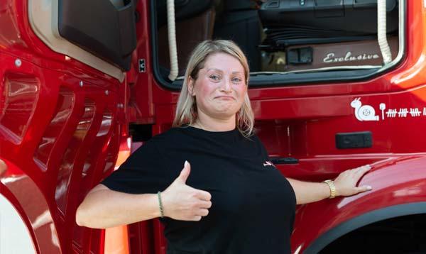 Weibliches Fahrpersonal Truckerin Spedition-Schiffers